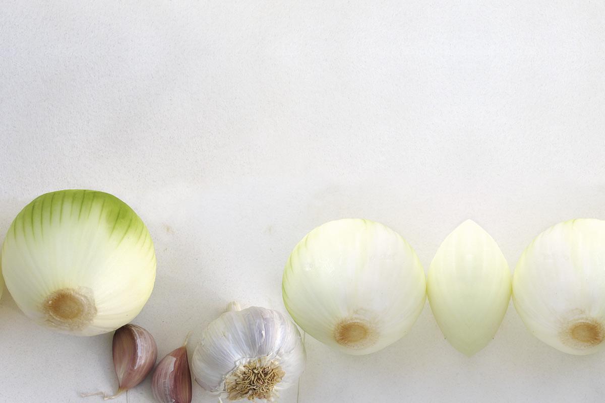 Foto las defensas químicas del ajo y de la cebolla