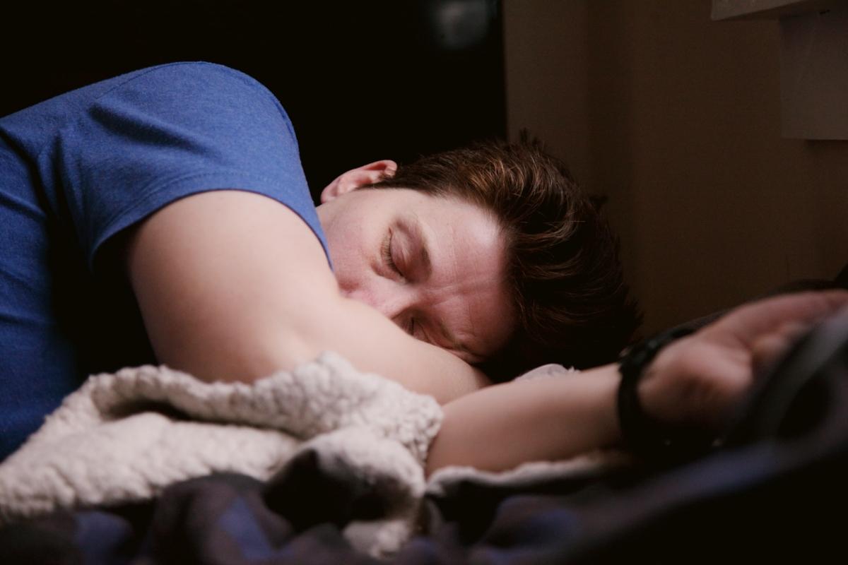 persona durmiendo por qué soñamos