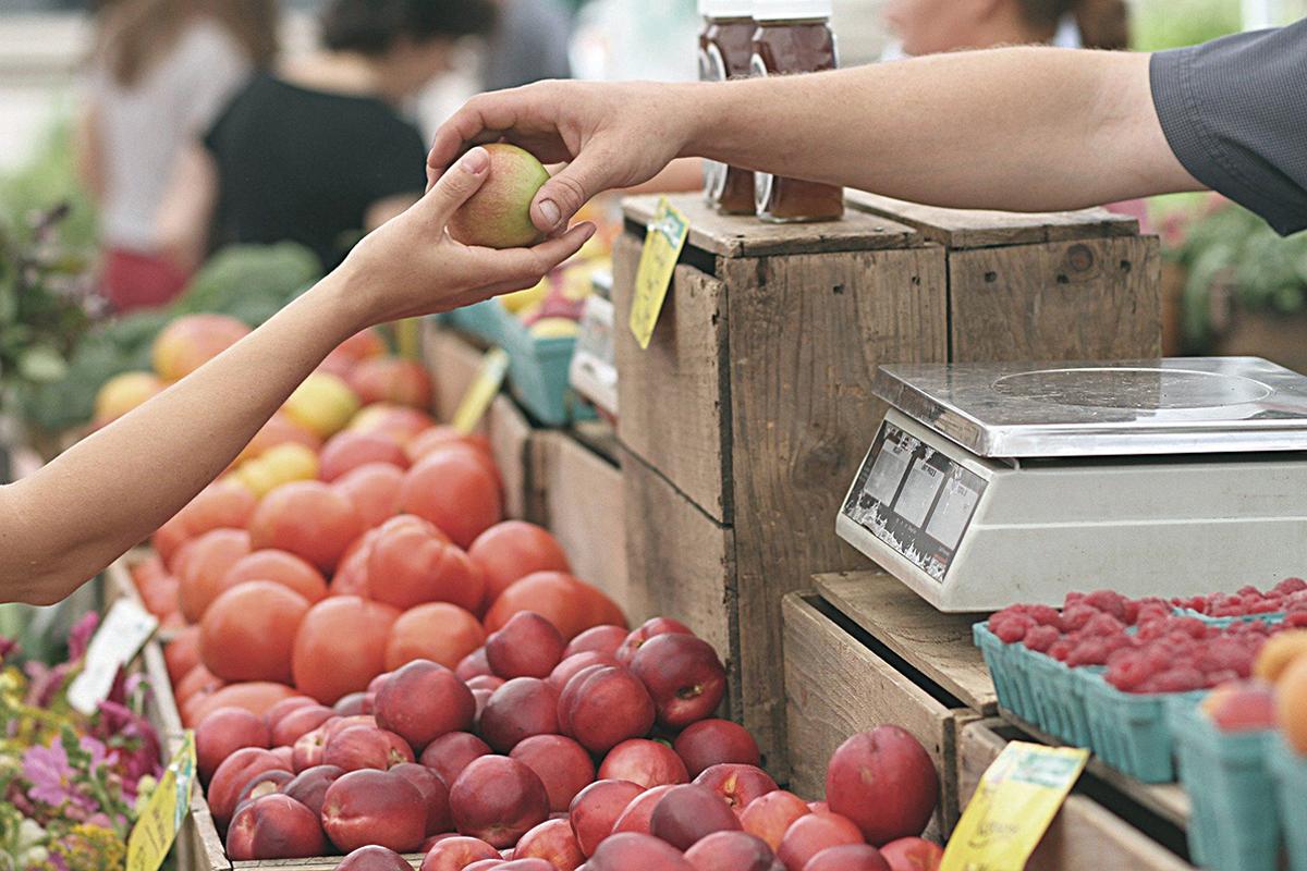 puesto frutas nutrición